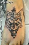 Tatouage de loup sur pied