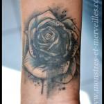 Tatouage rose graphique