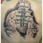 Tatouage de décor avec bateau