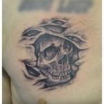 Tatouage de crâne (sur cicatrice)