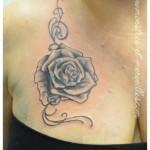 Tatouage roses et arabesques