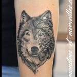 Tatouage loup dentelle