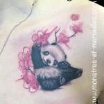Tatouage panda et cerisier