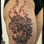 Tatouage de montre, rose et poupée