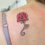 Tatouage de rose en couleur