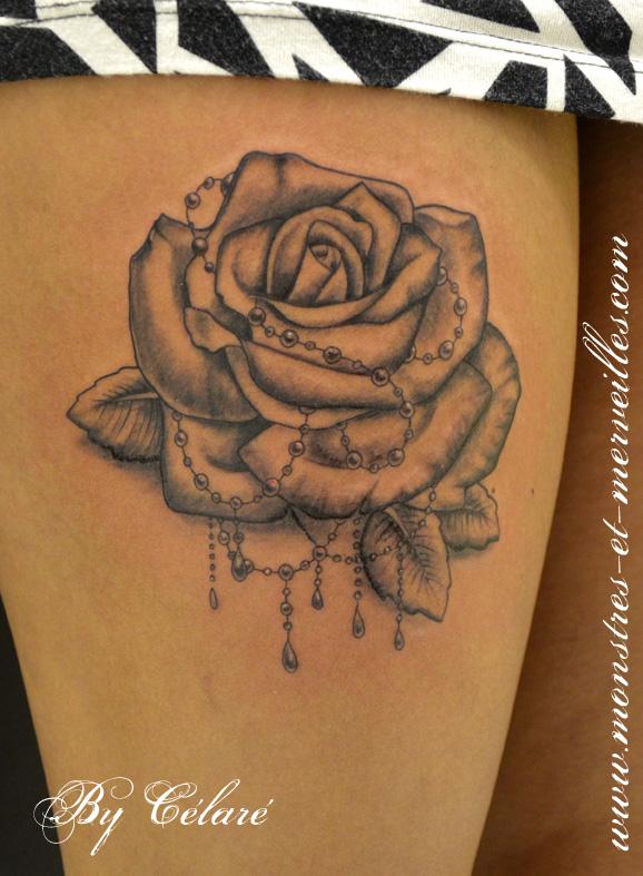 Tatouage roses rose fleur noir et blanc sur avant bras de femme quotes - Tatouage fleur noir ...