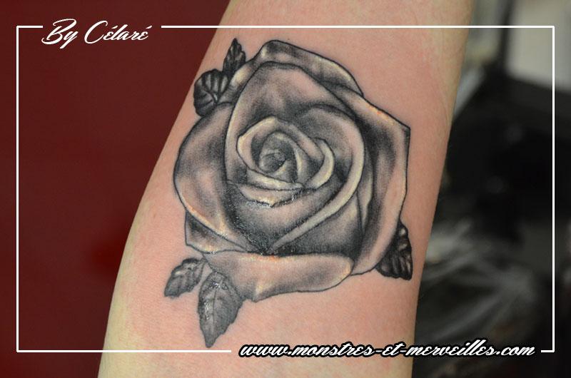 tatouage rose en noir et blanc photos et mod les de tatouages fleur pictures to pin on pinterest. Black Bedroom Furniture Sets. Home Design Ideas