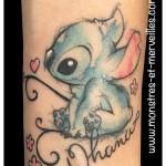 Tatouage stitch aquarelle