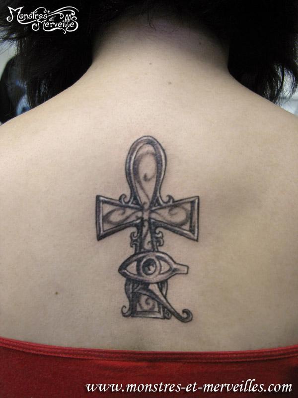 Tatouage nuque croix egyptienne - Oeil d horus tatouage ...