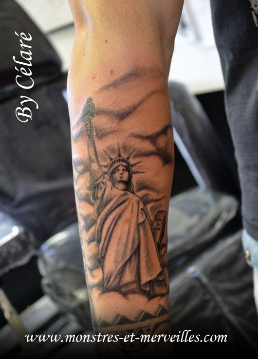 tatouage statue de la libert signification tatouage. Black Bedroom Furniture Sets. Home Design Ideas